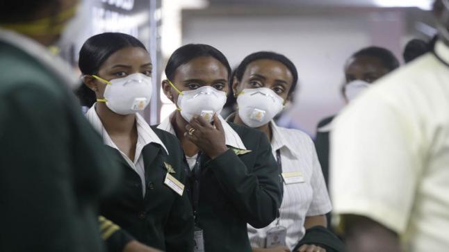 وزير الصحة الجنوب إفريقي يرد على تصريحات نظيره البريطاني بسبب سلالة كورونا الجديدة